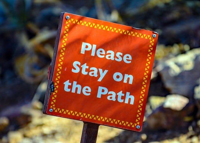 Please stay on the path - tartsa be a szabályokat!